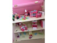 Girls Dolls House & Furniture