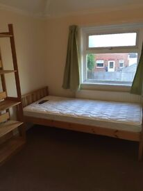 Single room bills inclusive in a house with garden near Temple meads