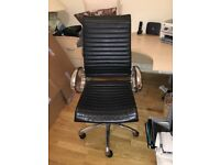 Office desk in beech and black faux leather office chair