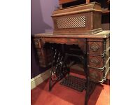 Vintage. 1902 Singer sewing machine on stand