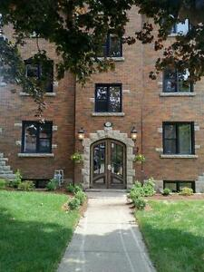 Brownstone Apartment - Kitchener