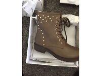 Brand new brown women's boots
