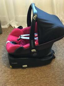 Maxicosy pebble car seat and familyfix base