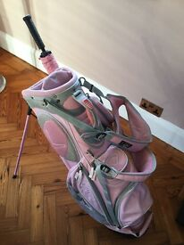 Pink ladies Callaway stand golf bag with pink umbrella and bag towel.