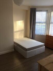 LARGE DOUBLE ROOM - EN SUITE - TURNPIKE LANE