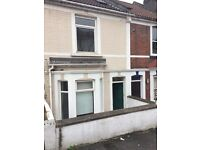 Lovely double bedroom in large 2bed house, Bedminster, 2 mins from North Street, 20mins to centre