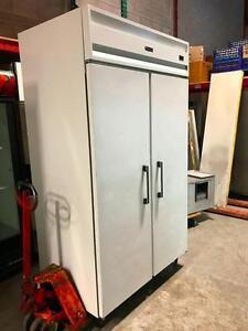 """""""Coldstream"""" Congelateur 2 Portes, 115 volts / 2 Door Freezer 48"""" x 30"""" x 86""""H"""