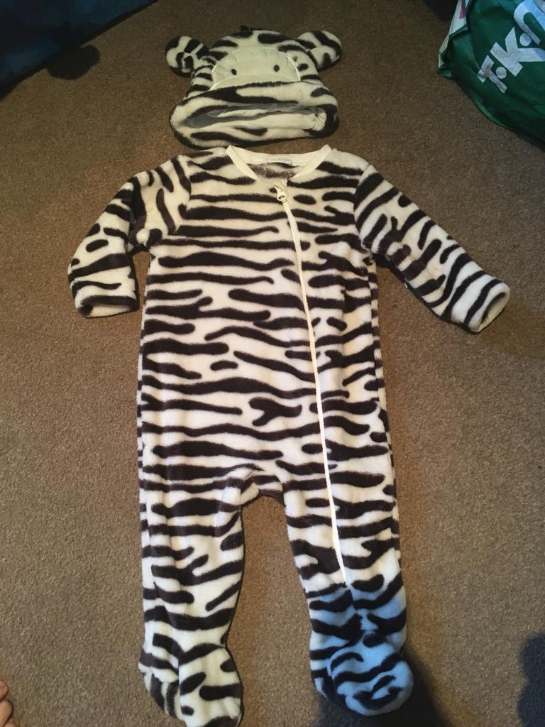 Snow suit / pram suits 6-9 months