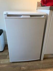 Free-standing/under counter Beko white freezer