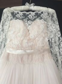 Beautiful designer wedding dress by Naomi Neoh Fleur dress. Excellent condition Size 8 5ft 3,