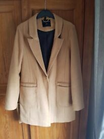 Womens coat size 8 fully lined has front pockets. Very good condition from smoke and pet free home