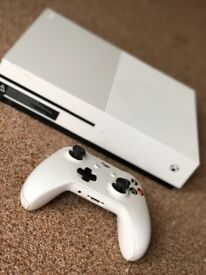 Xbox One S 1TB & Never used Headset