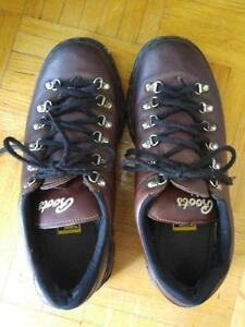 OAKVILLE Genuine ROOTS CANADA Hiking Boots / Womens 9 / Made in CANADA / Tough Leather / Brown Excellent