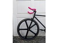 Fixed gear / single speed bike with aerospoke wheel