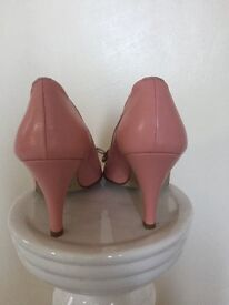 Ladies pink leather shoes