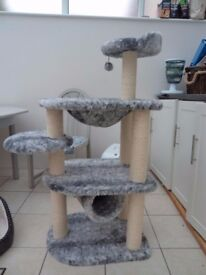 Cat Climbing Tower with Scratching Posts
