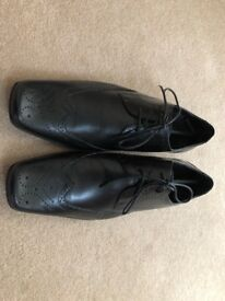 Immaculate Men's smart black leather shoes by Sole size 9 (44)