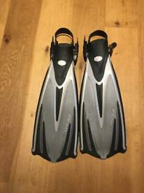Tusa diving flippers