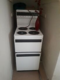 electric oven selling for £30 but will take £25 if gone tonight
