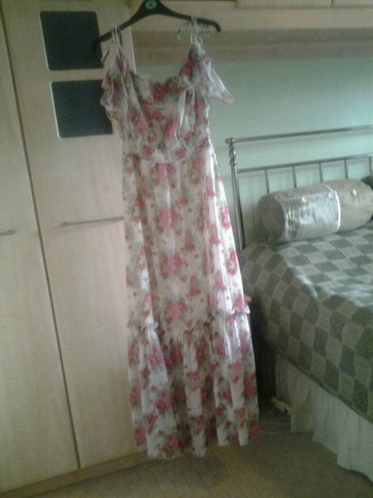 Lipsy dressin Swindon, WiltshireGumtree - Pink and white floral lipsy dress size 12Worn once, absolute bargain!