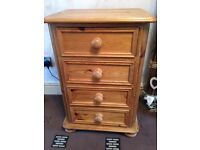 1 X ANTIQUE PINE HEAVY WEIGHT HAND MADE BED SIDE SET OF DRAWERS PINE BEDSIDE 4 DRAWER CHEST (39)