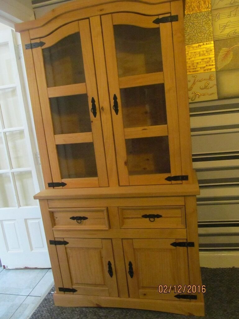 GORGEOUS LARGE SOLID PINE CABINET IN EXCELLENT CONDITION COMES IN 2 PARTS