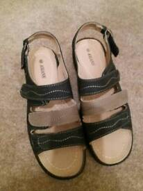 Worn once, ladies shoe. Size 6