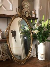 Pretty vintage gilt framed mirror