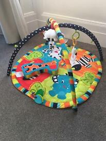 ALMOST NEW babygym playmat + new comfort blanket