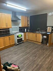 Spacious 4/5 bed house in East Ham part dss welcome
