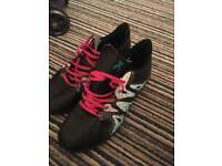 £5 boys size 4 football trainers