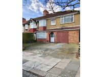 4 BEDROOM UNFURNISHED HOUSE WITH PARKING,GARDEN, 15 MINS WALK TO NORTHOLT TUBE STATION TO LET