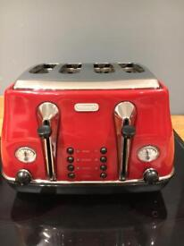 De'Longhi toaster and kettle for sale