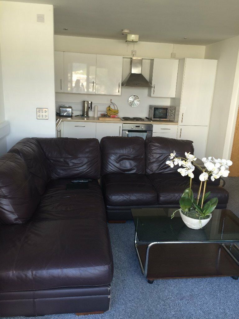 SPACIOUS TWO BEDROOM CITY CENTRE FLAT WITH BALCONY & CITY VIEWS