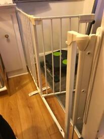 Extra wide child safety gate (white)