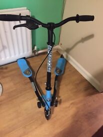 Wiggle scooter - blue and black