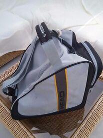 Head ski bootbag 39x39x27cm. Handle, shoulderstrap, outside compartment. Black/grey. Ex cond.