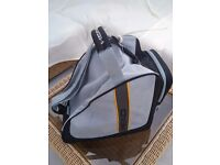 Head ski bootbag 39x39x27cm. Handle, shoulderstrap, outside compartment. Black/grey. Ex cond.