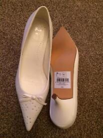 White heels Brand New size 8