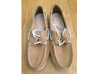 Timberland Beige boat shoe size 8 hardly worn £110,00 RRP