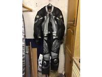 Motorbike racing leathers - swift innovation size 42