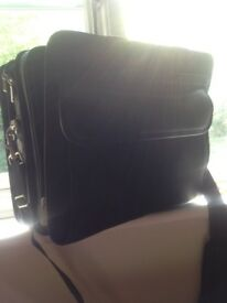 Targus Laptop bag.....unwanted gift.....only used to store stationary in at home....very good cond.