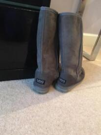 Grey tall Ugg boots size 4 **BARGIN**