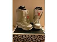 Vans Encore snowboarding boots UK 5