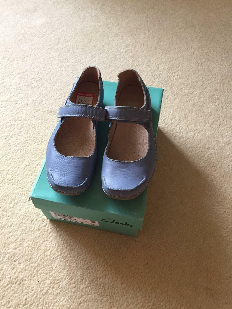 Ladies Clarks leather active air shoes, never used