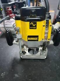 DEWALT DW625E PLUNGE ROUTER 110V