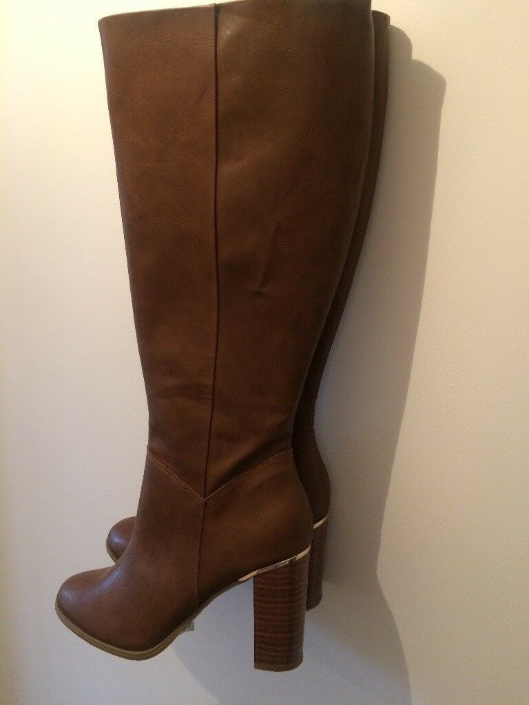 Brand new never worn, size 8, woman's boots, cost £37.99, free delivery