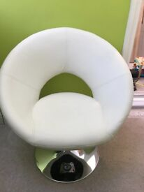 White polo style office chair
