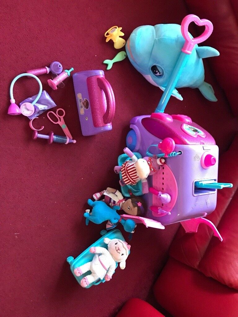 Doc mcstuffins and interactive dolphin