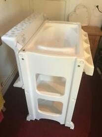 Babylo changing table with bath - Excellent Condition white/grey stars